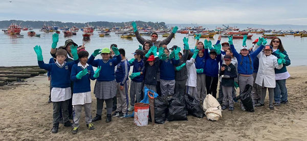 School children in Chile learned about plastics in the oceans